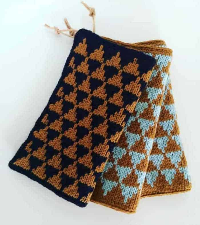 Three knitted potholders in a geometrical design with brown and blue yarn by instagram user @Vintersne