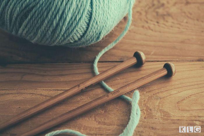 Vintage Knitting Needles Feat Img