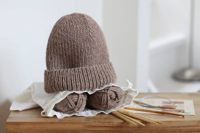 Classic Unisex Beanie Kit in taupe yarn and wooden needles